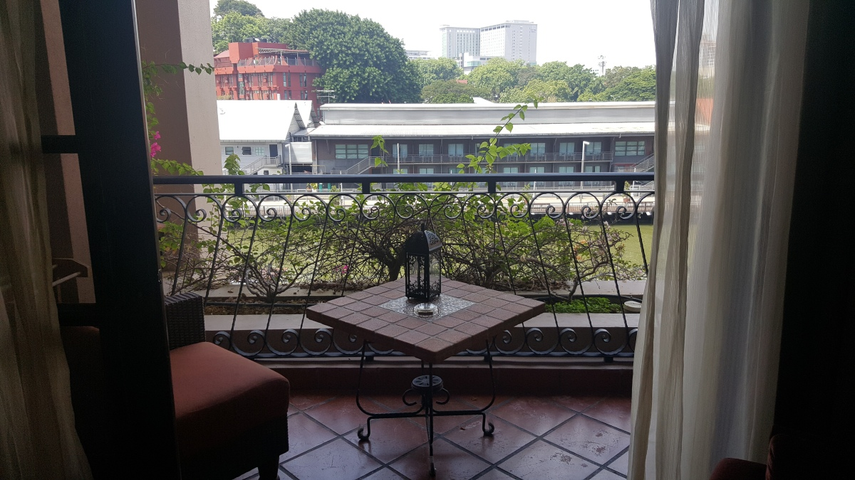 Most rooms comes with a balcony and there are some that opens out to face  the Malacca river and others that open out to face the centre water pool.