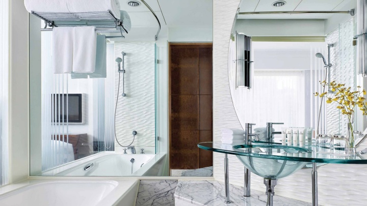 cdhkg-rooms-superior-rooms-bathroom-1680x945