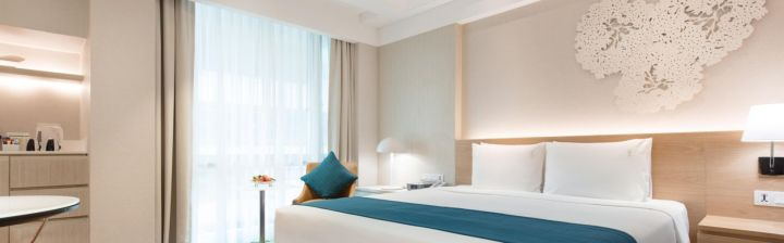 holiday-inn-bangkok-5395815785-16x5