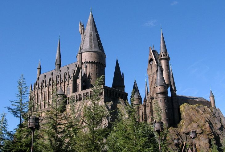 1200px-Wizarding_World_of_Harry_Potter_Castle